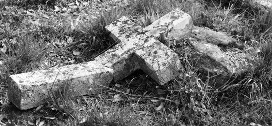 Broken_cross_by_Cantabrigian